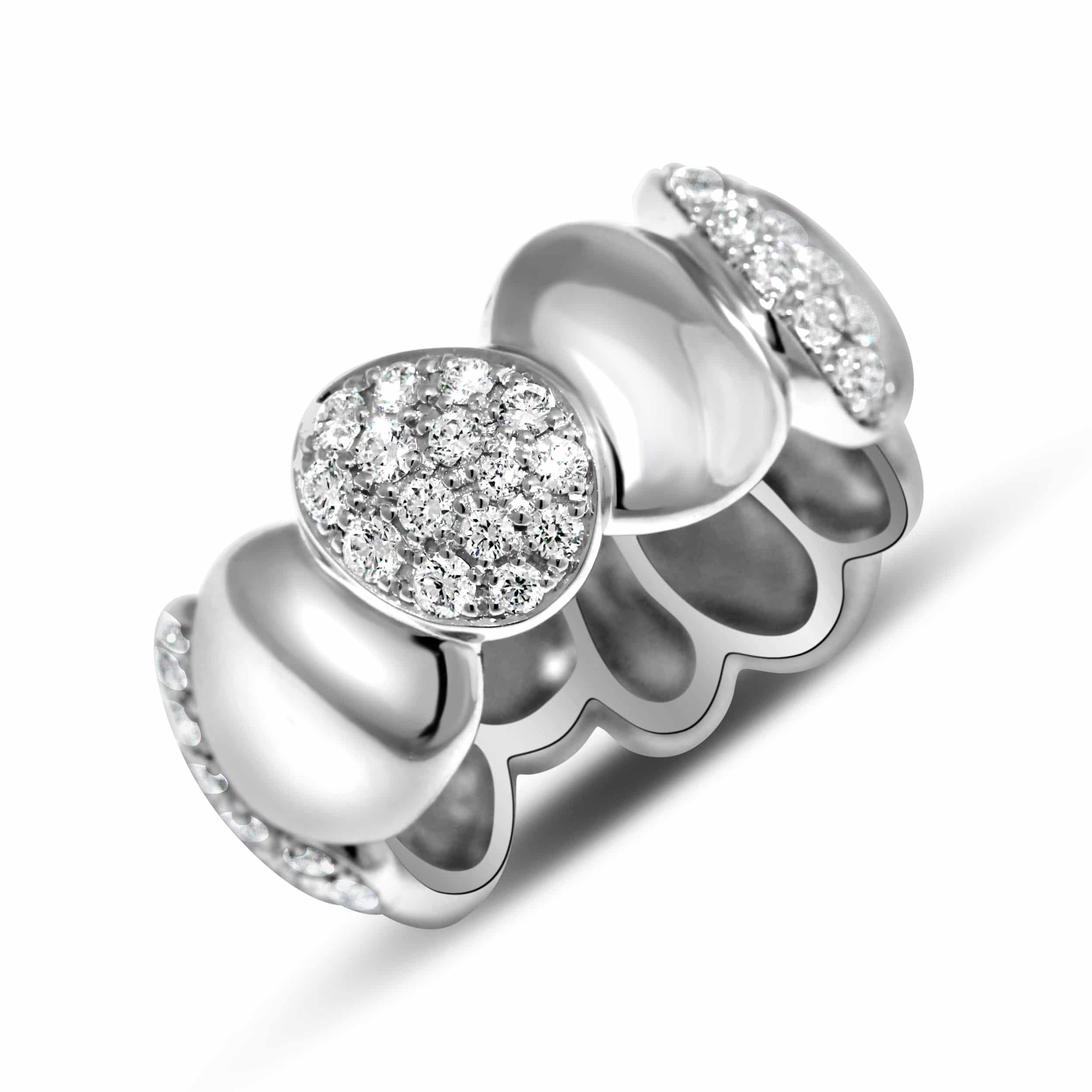 Bague en argent massif sertie de cubics zirconiums Orligne Genève