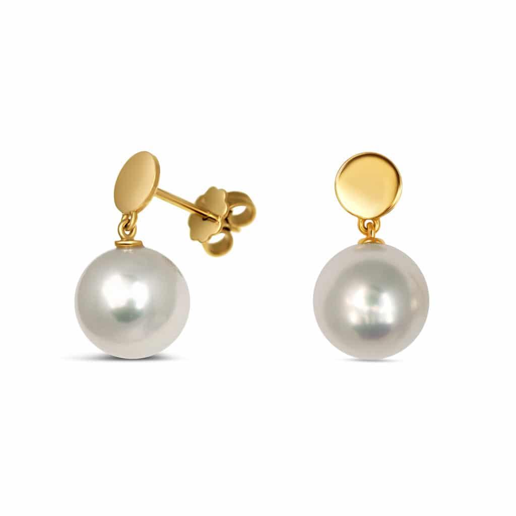 Boucles d'oreilles avec perle blanche d'eau douce de 11 mm montée sur pastille or jaune 18K. Création Orligne Made in Switzerland Genève PE230916 ORL-1-1-1