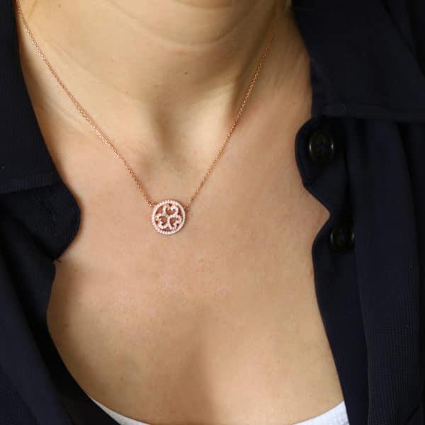 Collier Marylin, tour de cou en argent rosé 925/1000 serti de cubics zirconiums. Longueur 42 cm + 4 cm de rallonge. Orligne Genève N1001YW