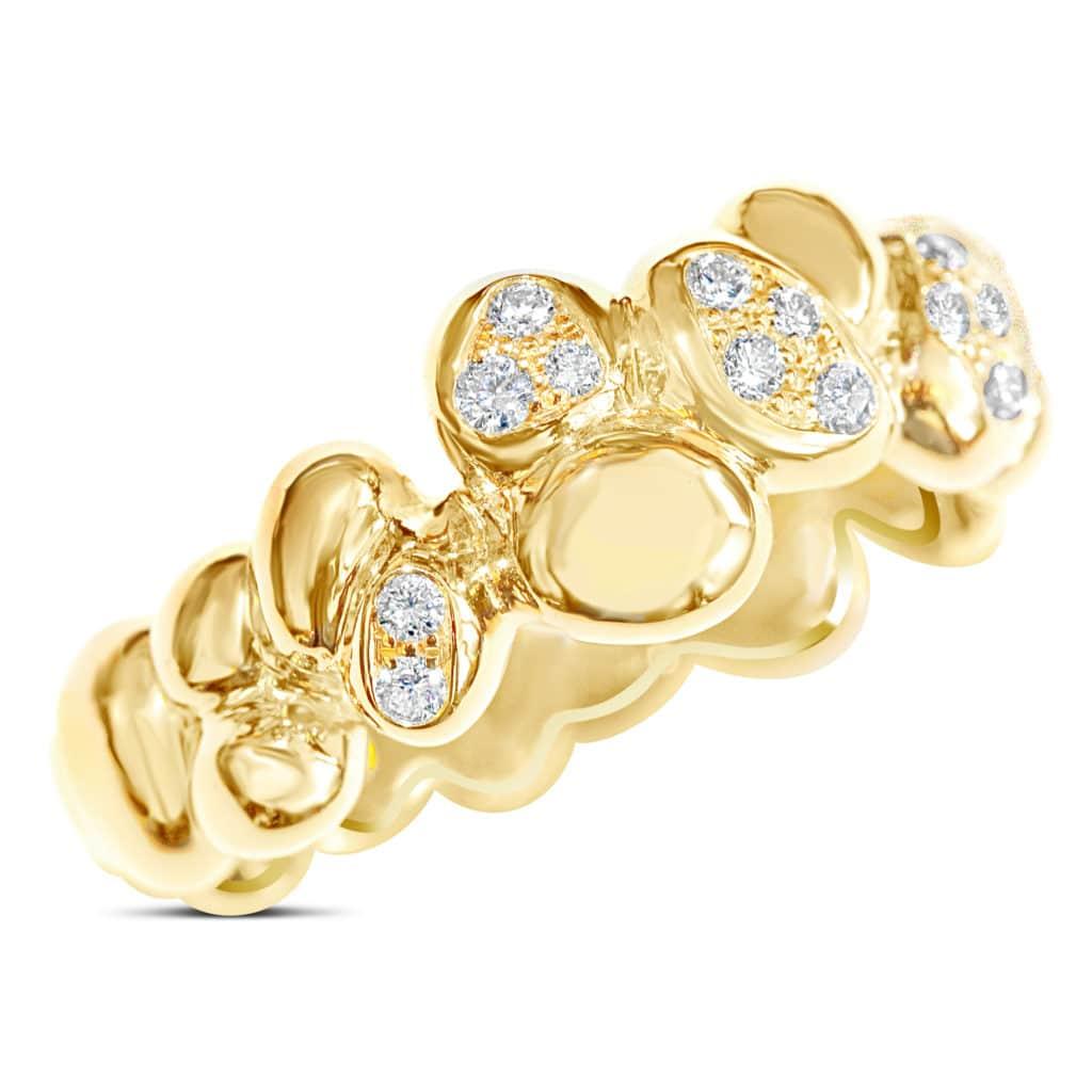 Bague création en or jaune sertie de diamants blancs. Orligne Genève