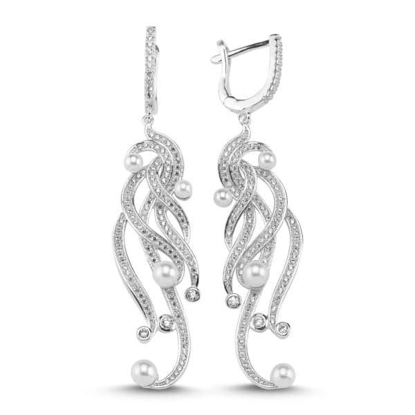 Boucles d'oreilles en argent 925/1000 rhodié, serties de cubics zirconiums et perles de synthèse. Longueur totale environ 70 mm. Orligne Genève E1569WW