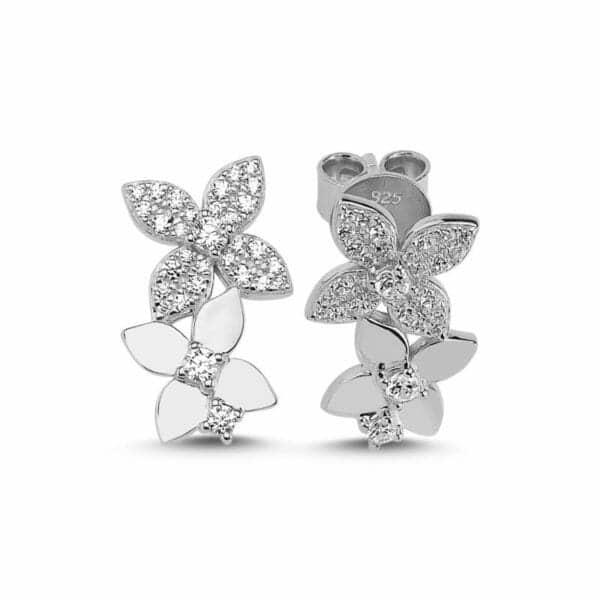 Boucles d'oreilles en argent 925/1000 rhodié, serties de cubics zirconiums. Motif trèfle. Orligne Genève E1587WW